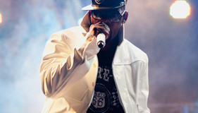 [Pics & Video] R. Kelly Performs In Manchester, Tn At Festival