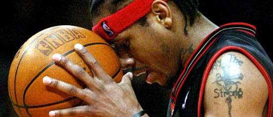 76ERS IVERSON REACTS TO FOUL CALL IN GAME WITH KNICKS