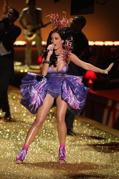 Katy+Perry+rocks+stage+performs+live+2010+CC67gbg9kIhl