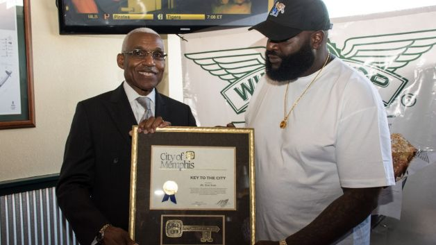 081414-music-wing-stop-rick-ross-receives-the-key-to-memphis